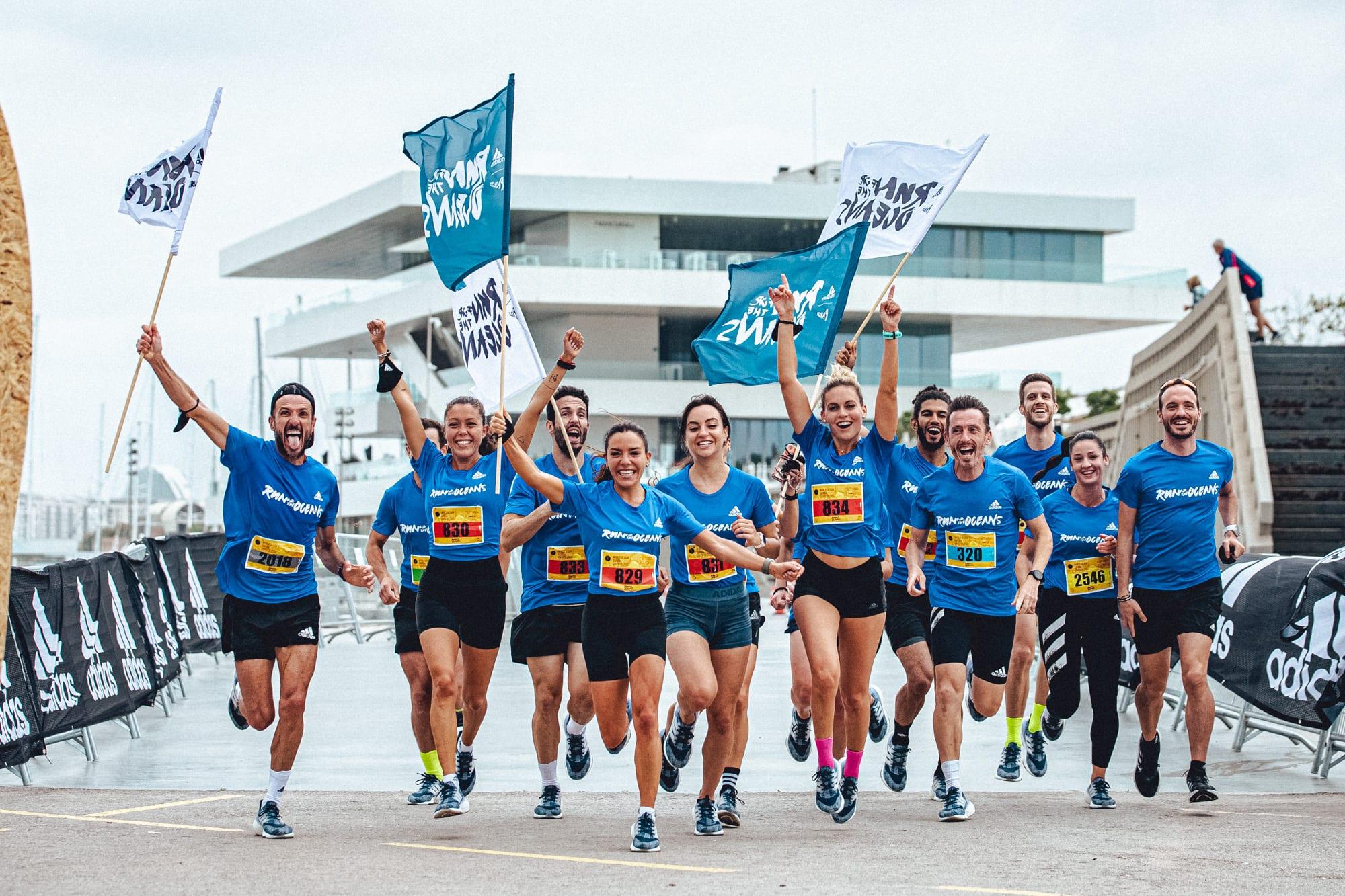València reúne a cientos de corredores y corredoras para luchar contra la contaminación en los océanos.