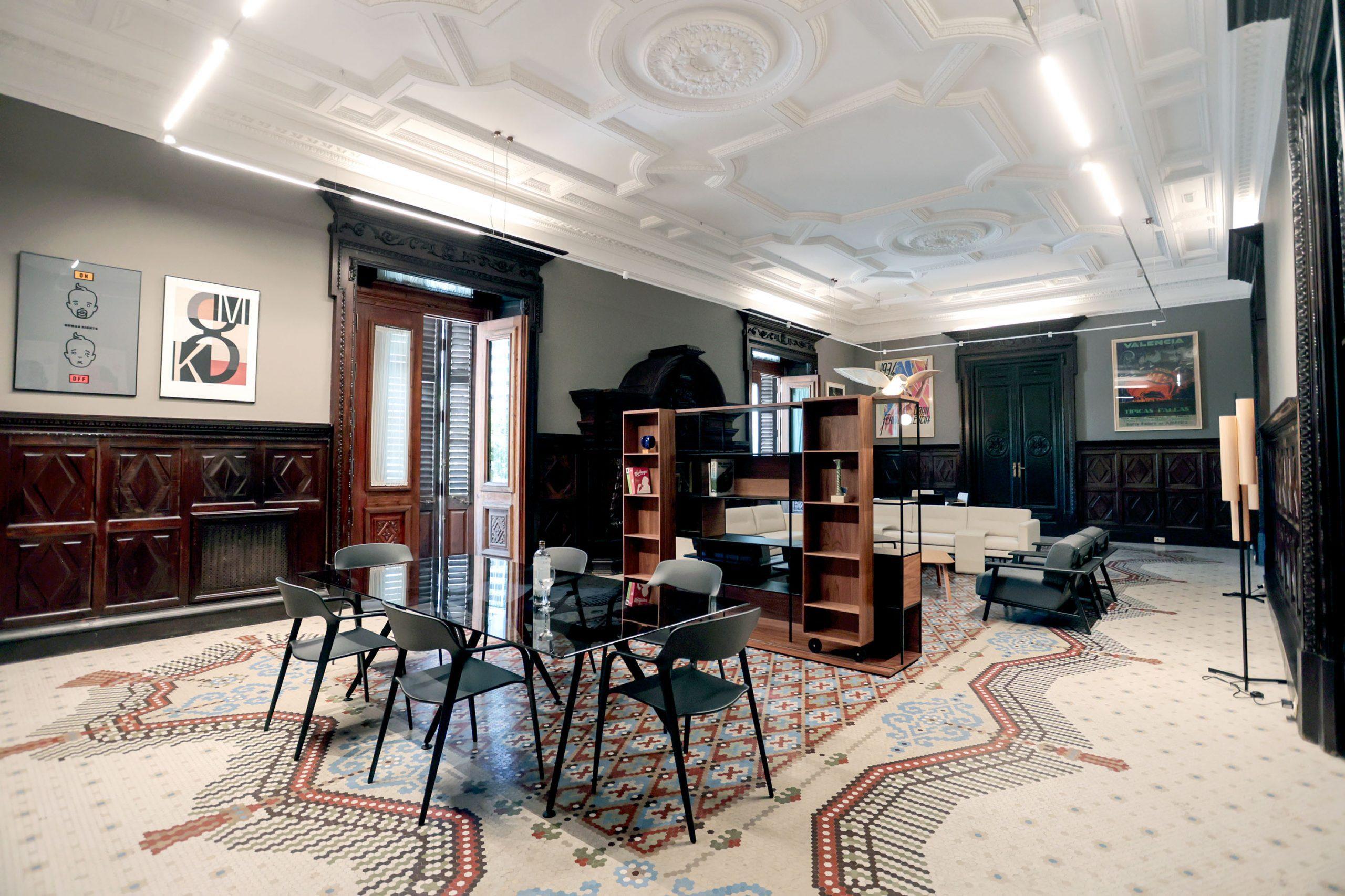 'Pleno' de iconos del diseño valenciano en el Salón de la Chimenea del Ajuntament de València